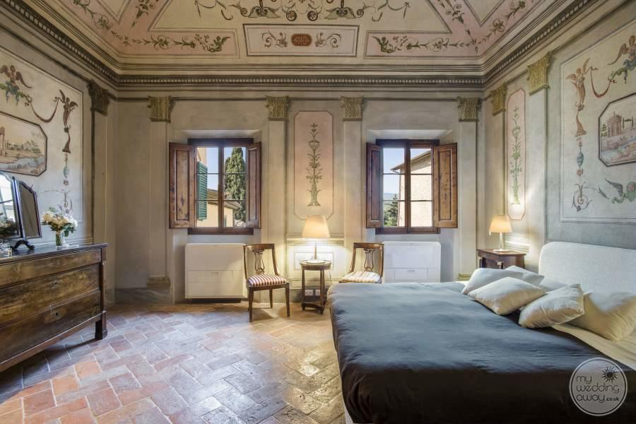 Bedroom with Fresco walls and ceiling