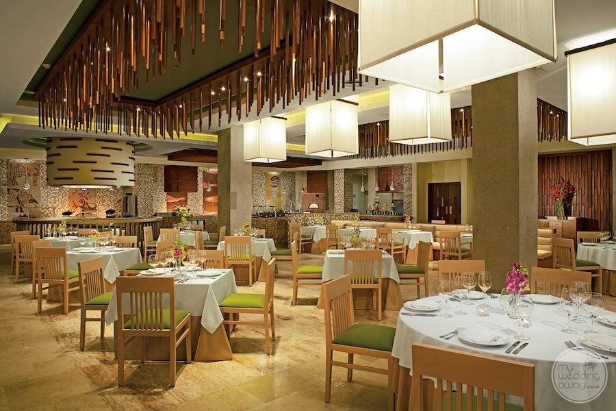main market café buffet restaurant open for breakfast lunch and dinner