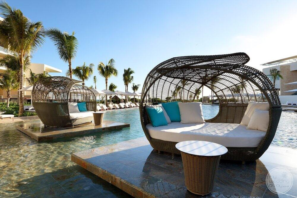 Lounge are located right on the water in Maine swimming pool area