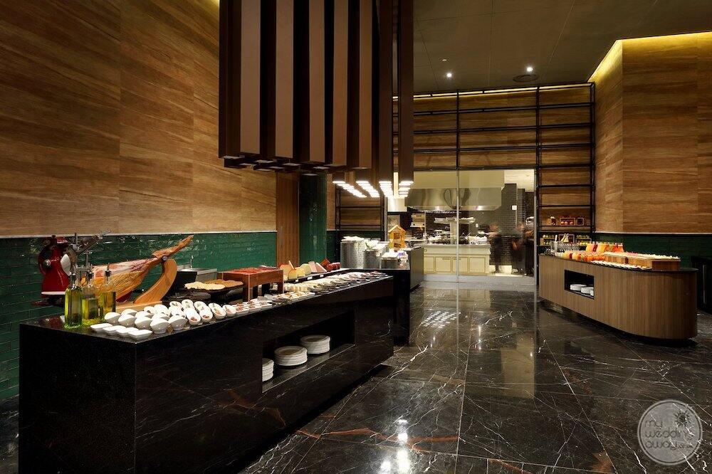 Main buffet restaurant with breakfast set up