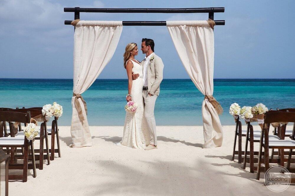 Aruba-Marriott-Resort-Beach-wedding-ceremony