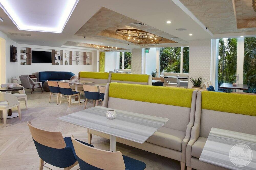 dining restaurant with banquette style ceiling
