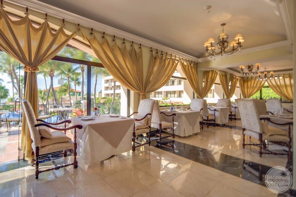 olio Italian restaurant with the white and beige linen overlooking the poolrestaurant
