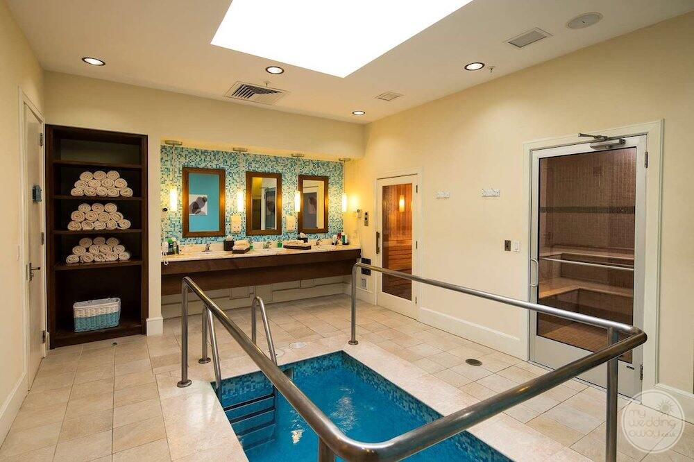 spa Whirlpool with sinks and towels in the background