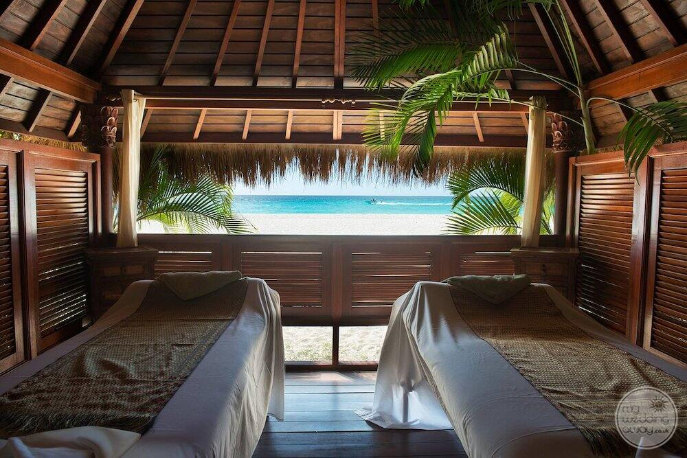 Delsol couples massage overlooking the beach and ocean