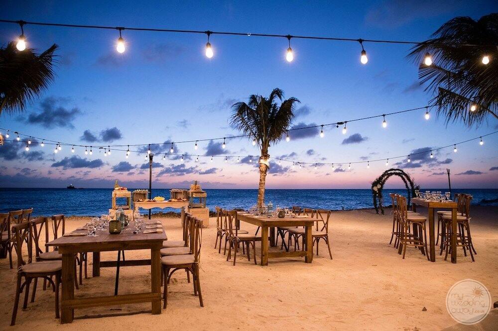 Beautiful-beach-reception-Renaissance-Aruba