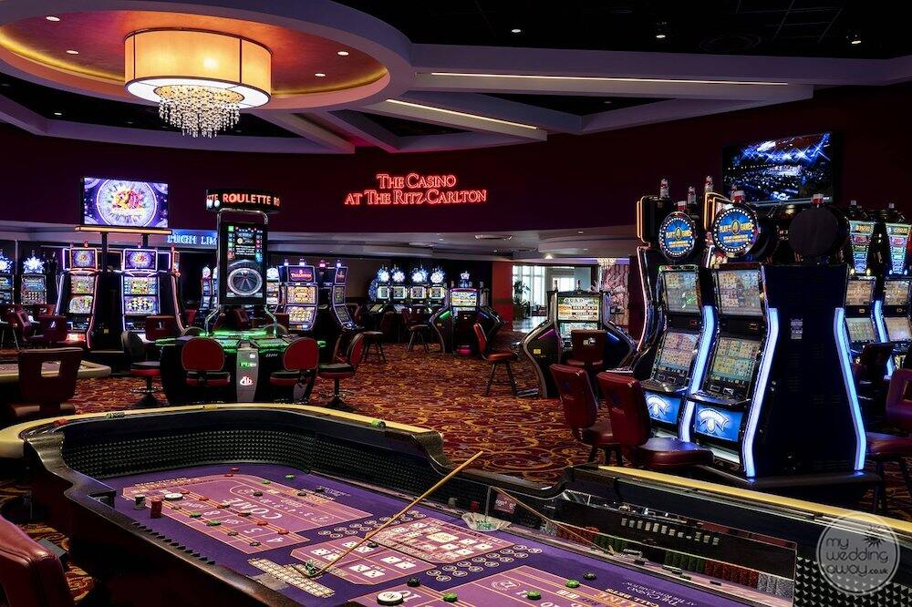 Main resort casino with gaming machines and roulette table
