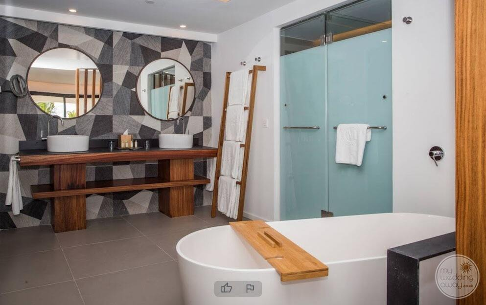 Junior suite with large Sokoto have a shower and double vanity sinks