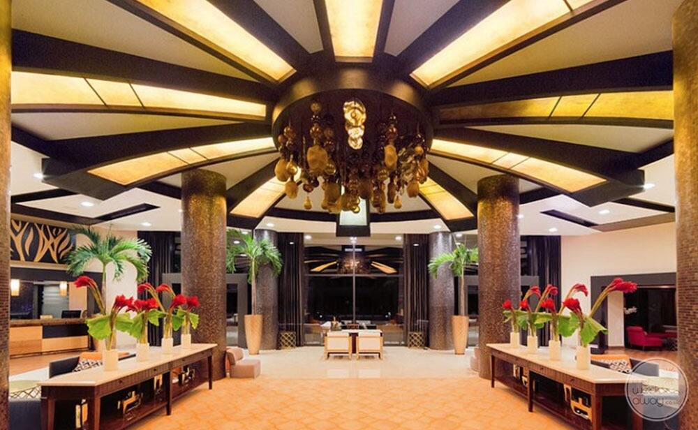 Main entrance way with lobby chairs and beautiful large chandelier