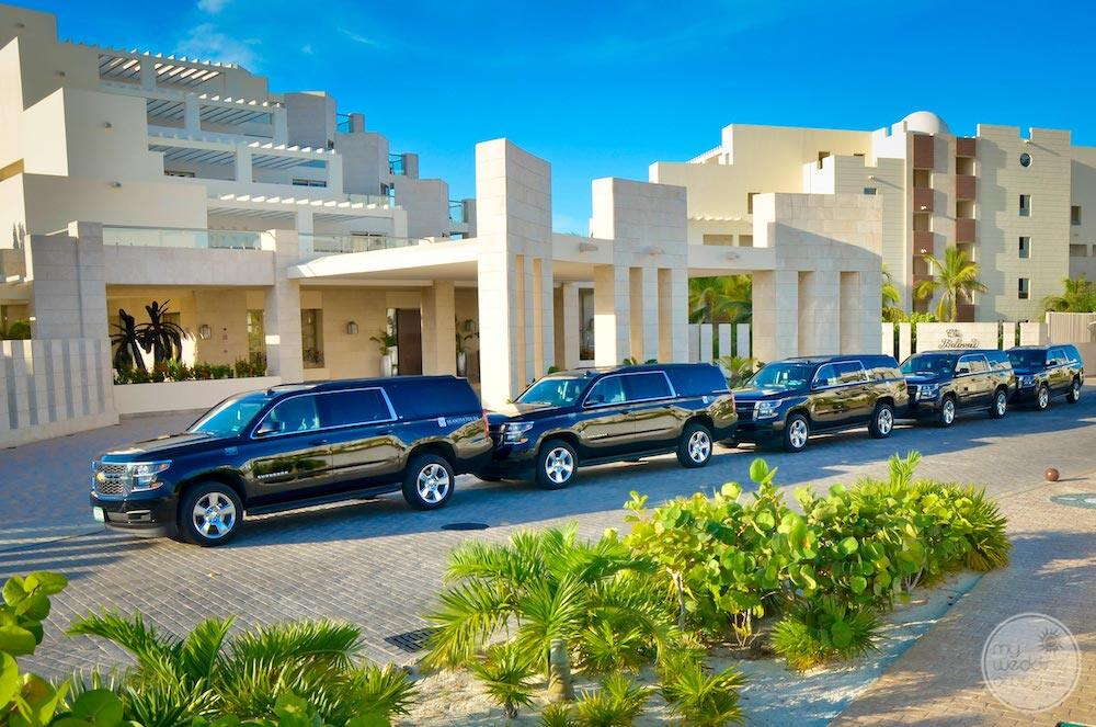 Limousines outside the front entrance ready to take groups to the airport