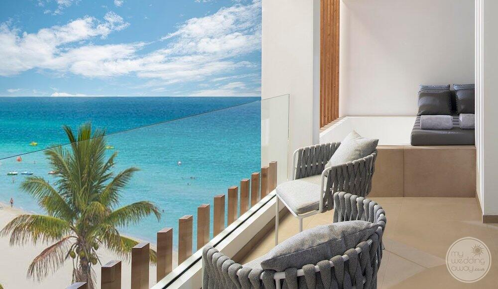Junior suite with outdoor Jacuzzi View of the deck chairs and ocean below