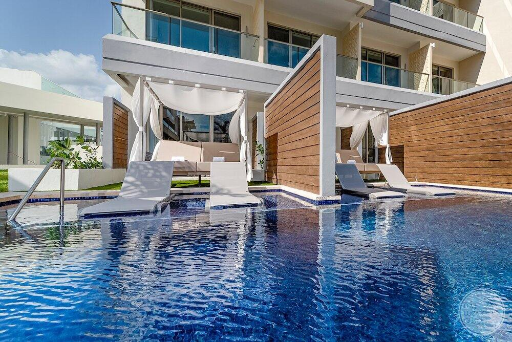 Swim out room suite with lounge chairs in the pool