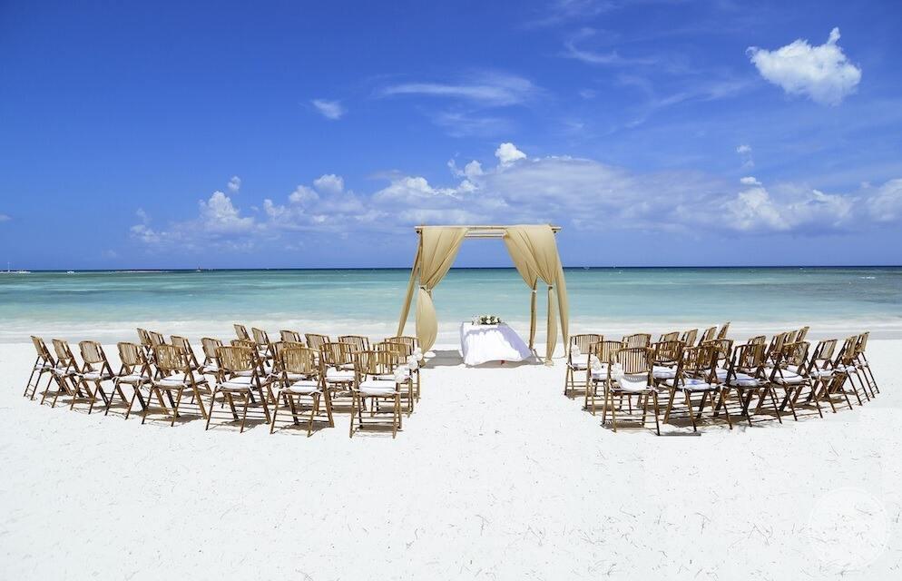 Barcelo-Maya-Grand-Resort-beachfront-wedding-ceremony