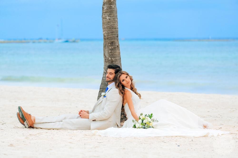 Barcelo-Maya-Grand-Resort-wedding-couple-on-beach