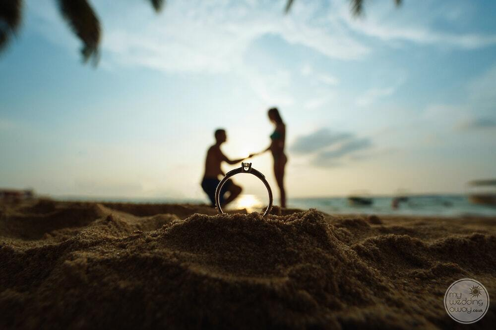 A surprise engagement on the beach